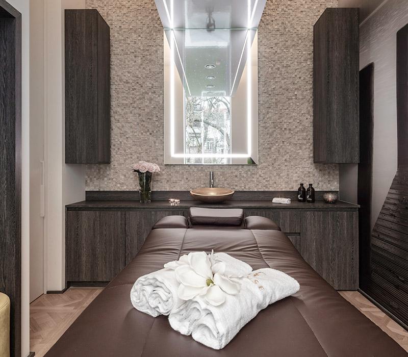 Cabine de massage aux huiles essentielles au spa Versense